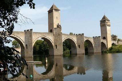 Pont-Valentré, Cahors. (Photo from tripadvisor.ca)