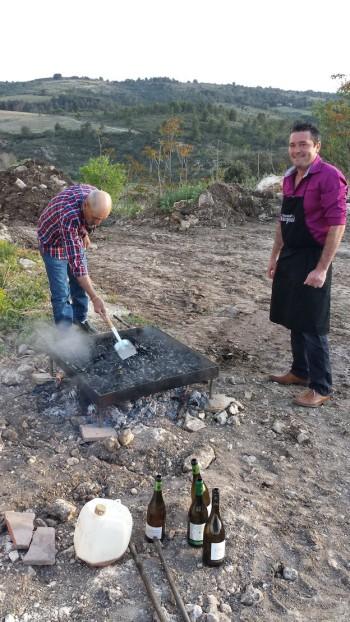 Des moules cuites sur le barbecue