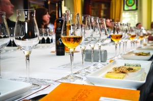 Icewine glasses and cheese pairing