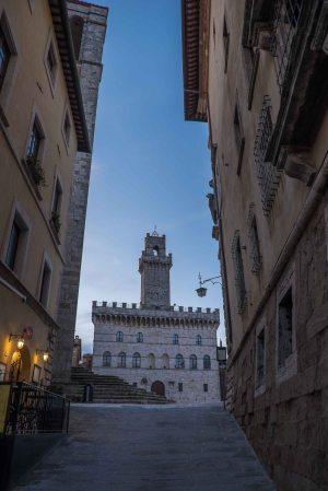 Narrow lane up to the main square, Montepulciano-4194