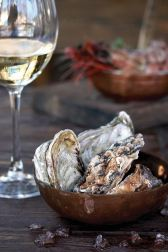 oyster-and-wine-photo
