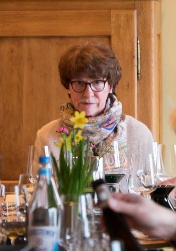 The penetrating gaze of Angela Kühn expounding on biodynamic winegrowing-0123